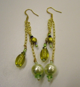 Green beads with pearls and gold #