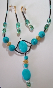 Turquoise stones with crystal beads, necklace with earrings set #