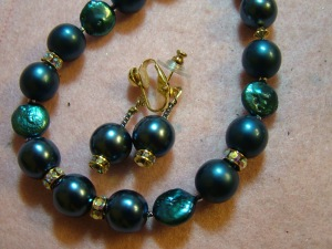 Large teal glass pearls & diamonate on gold #?