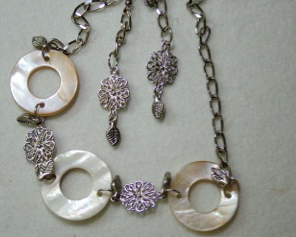 White shell with chain necklace and earrings #